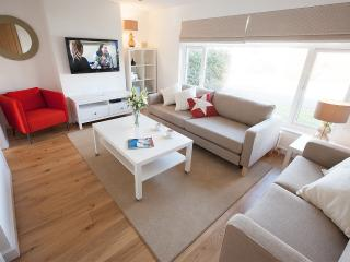 Detached airy bungalow in Croyde near sandy surf beach. Excellent reviews.