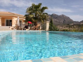 Luxurious Villa With Infinity Pool Stunning Views, Campello