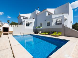 Spacious 4 Bed Villa San Juan Sleeps 10, San Juan de Alicante