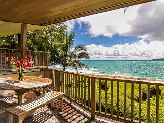10% off avail June! Gorgeous Beachfront Haena Home!! Amazing views & location, Hanalei