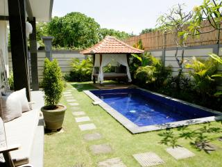 Villa Cecilia, just 2min to the beach!, Canggu