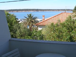 Apartment Kitty 3 for 6 with sea view, Rab Island