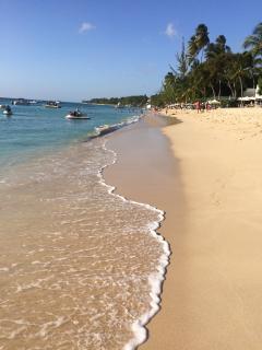 The 'White House' Spacious Villa 1 minute to Sandy West Coast Beaches