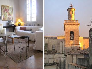 Elegant, 2-bed 2-bath apartment overlooking the Place aux Herbes in Uzes
