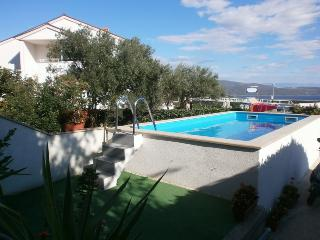 "Spacious Top floor Apartment ""Angela"", Krk"