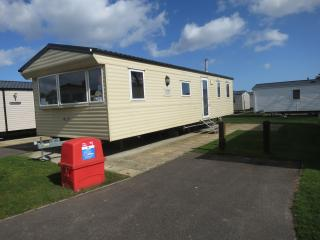 Ref 40100 8 berth caravan for hire ,dog friendly very close to the beach .