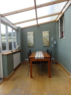 Dining Room, Fantastic for family meals, parties, evening chat and games.