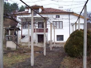 Lovely house to let in central Bulgaria