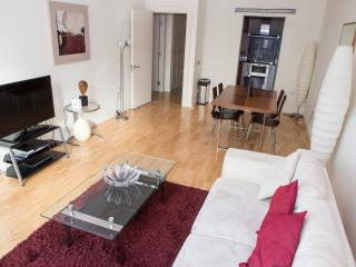 Premium 02 Bed Apartments - Discovery Dock, London