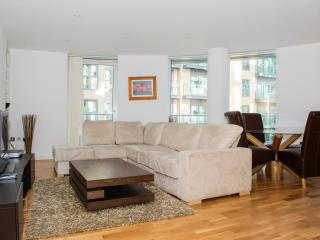Superior 02 Bedroom Apartment - Ability Place, London