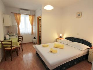 Lovely Studio Apartment Rudez Makarska for 2