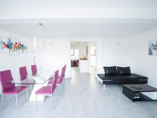 Appartement design sur jardin, bord de mer, Marsella