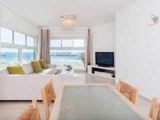 Trumpeldor Beach Apartment, Tel Aviv