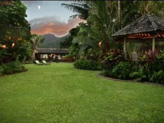 Luxury Beachfront Cottage on Hanalei Bay!
