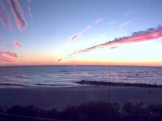 CUTE BEACH CONDO~FABULOUS SUNSETS! RATES FROM $89!, St. Pete Beach