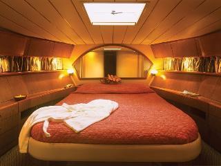luxury Motor Yacht for the once in lifetime cruise, La ciudad de Rodas