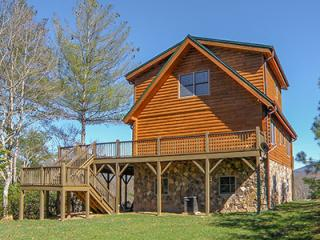 JJ's Retreat - Log Home with a View