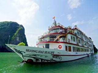 Huong Hai Sealife Cruise, Baie d'Halong