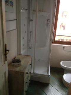 La doccia idromassaggio