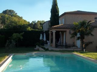 Villa provençale de 200m² avec piscine privée.