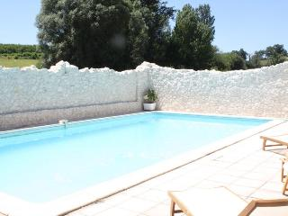 Mouledou La Grange converted stone barn & own pool, Penne d'Agenais