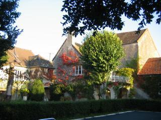 MAISON DE CHARME -ANCIEN PRESBYTÈRE AVEC PISCINE, Saone-et-Loire
