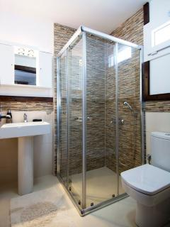 Family shower room for bedrooms 2 & 3