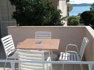 Antonio 4 - studio for 3 near the beach with Wi-Fi, Orebic