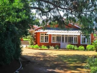 Turrett House - Colonial style family run cottage, Ooty