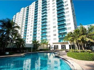 Beautiful Modern Unit in Desirable Hollywood Beach
