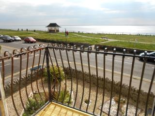 BOURNECOAST: BALCONY with PANORAMIC SEA VIEWS - SANDY BEACHES opposite - FM122