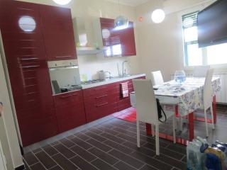 Appartamento sul mare con giardino, nuova ristrutt, Tirrenia