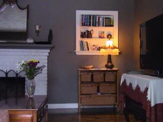 Cozy/Entire Home Sleeps 4/Dining room/Solarium/Mini split