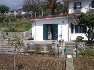 casa vacanza indipendente giardino  ampio terrazzo, Paola