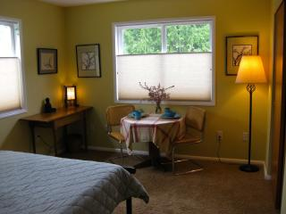 1BR/1BA Two Room Studio - Olympic Vacation Rentals, Port Townsend