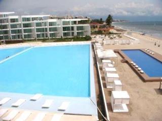 Beachfront condo with ocean view in Acqua Vallarta