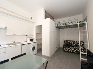 Well located: 9 minutes from Duomo! A/C Wi-Fi LCD!