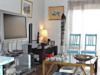 Master Suite, nice, sunny, big terrace,near center, Cascais