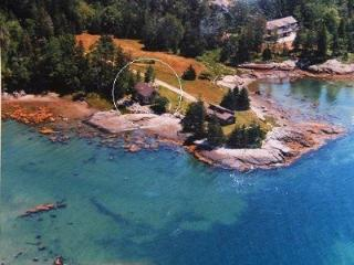 Bayberry Cove Cottage - Water's Edge!, Brooklin