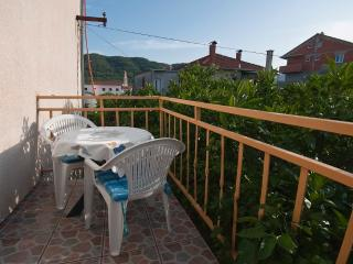 Hektor, apartment for 5 persons with AC and SAT TV, Stari Grad