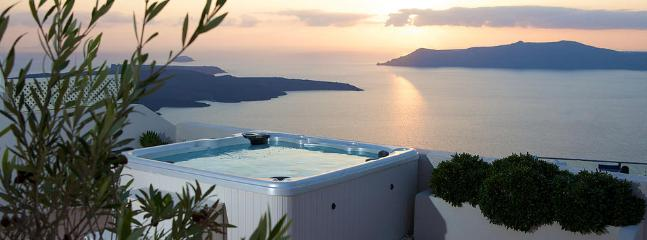 To see a video of the villa sunsetviewvillasantorini