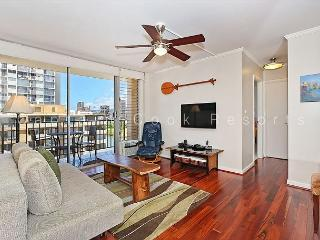 Great views, deluxe 1 bedroom, AC, washer/dryer, washlet, WiFi, parking., Honolulu