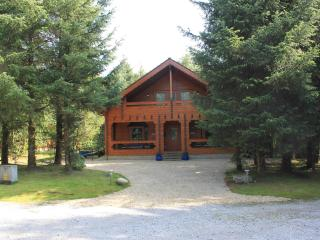 The cabin is set in well maintained grounds