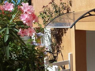 Pretty Studio in Peace and 100 M from the Beach, Martigues