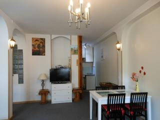 STUDIO 37M2, RENOVATED, PRIVATE PARKING, St-Laurent du Var
