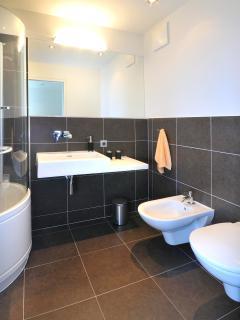 Bathroom with bathtube, bidet and toilette