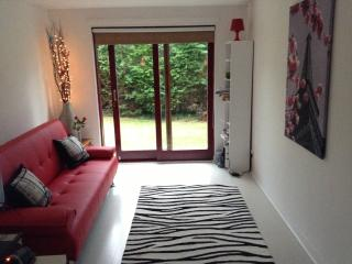 Frood Street Bungalow, Sleeps up to 6 Guests, Motherwell