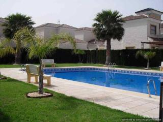 Detached 3br villa 2km from beaches