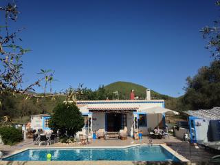 villa Eivissa 5 DOUBLE bedrooms, pool sleeps 10, Santa Eulalia del Río
