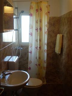 A-žuti(5): bathroom with toilet